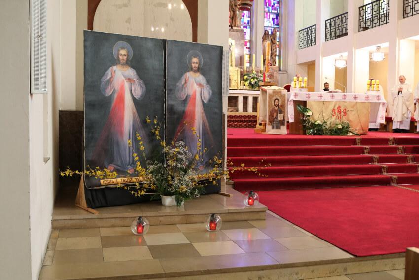 Poświęcenie obrazów Jesusa Miłosiernego dla misji